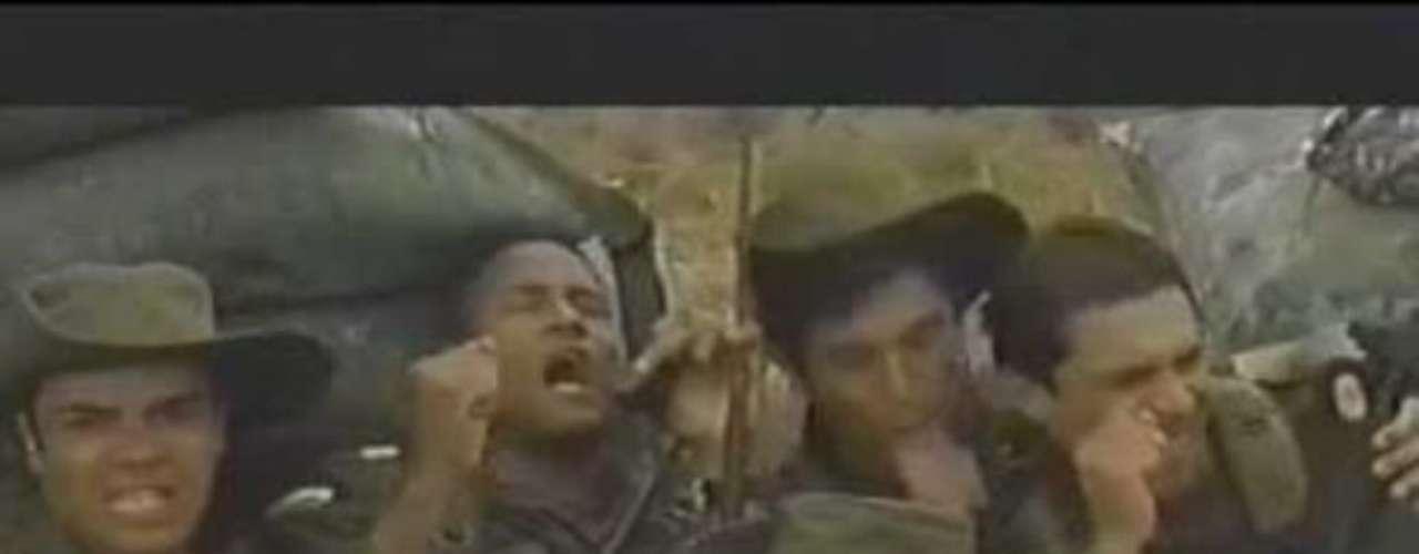 Golpe de Estadio - 1999. En una época en donde la guerrilla arremetía con gran fuerza contra el pueblo colombiano, el director Sergio Cabrera se aventuró a realizar este filme que une a ejército y guerrilla, con el único objetivo de apoyar a la selección Colombia de fútbol. Unos 700.000 espectadores vieron esta recordada historia.