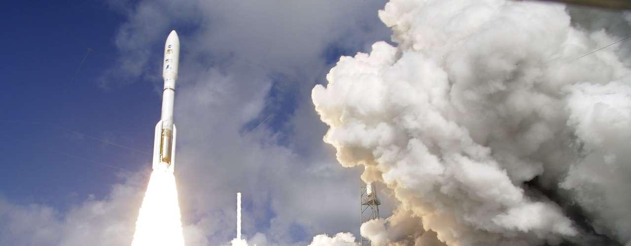 Aunque han habido numerosos descubrimientos recientes, hace décadas que se cree que puede haber vida en Marte. Por eso, todas las misiones comparten el mismo objetivo: probarlo. Es también por esto, que el presidente Barack Obama destinó 18 millones del presupuesto como meta lanzar una misión comercial a Marte antes del 2030.