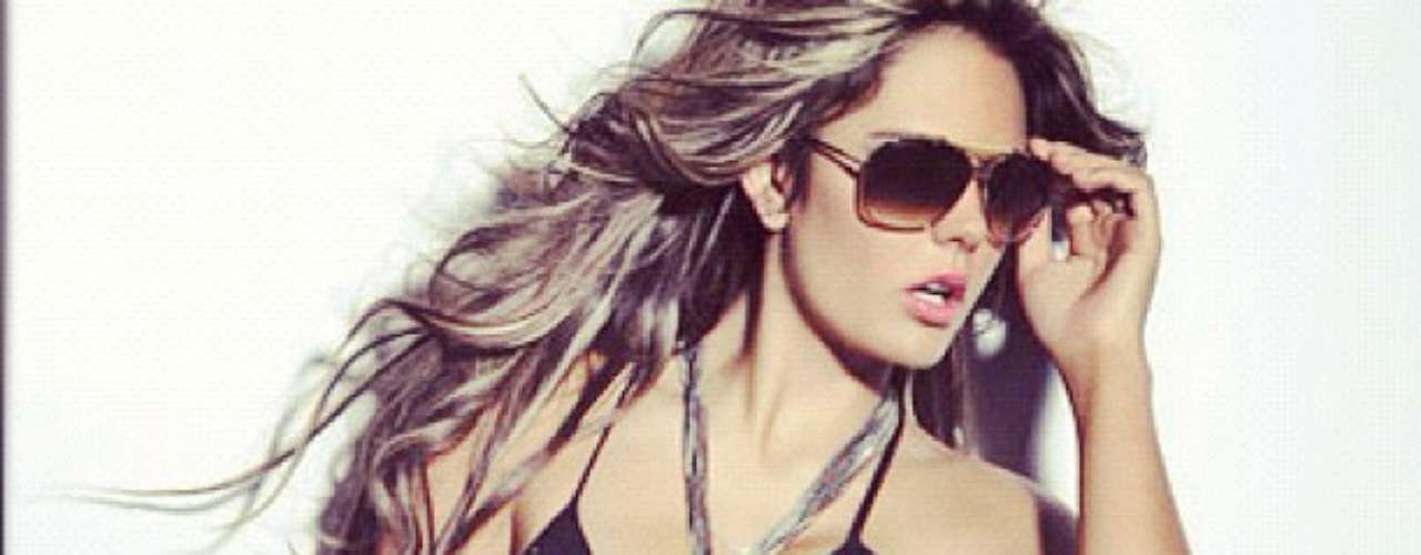 Vaneza Peláez, quien fue elegida en el 2009 como la modelo del año por la revista Cromos, también ocupa un lugar en el grupo de las candidatas de Tv y Novelas a mejor cola.