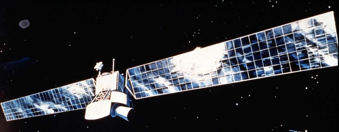 La ESA señaló que de los más de 6,000 satélites lanzados desde el comienzo de la era espacial, menos de 1,000 se mantienen operativos, mientras que el resto ha vuelto a entrar en la atmósfera o sigue en órbita abandonado.