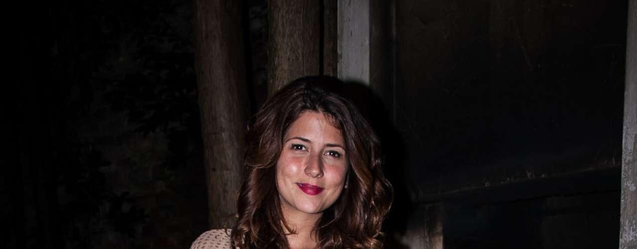 La actriz Valentina Acosta llegando al sitio del evento.