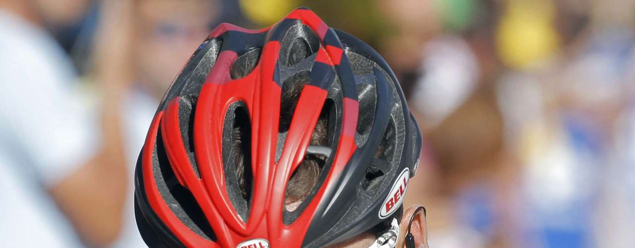 Cadel Evans fell off the lead after a disappointing performance in the 11th strage.