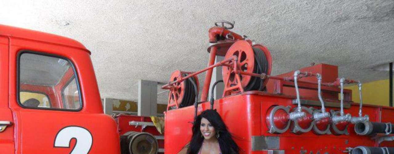 La concursante incursionó en el modelaje a los 15 años de edad lo que la convirtió en una reconocida modelo de Barranquilla. Hace algunos meses realizó una sesión de fotos en la estación de bomberos de Barranquilla para la revista Miércoles.