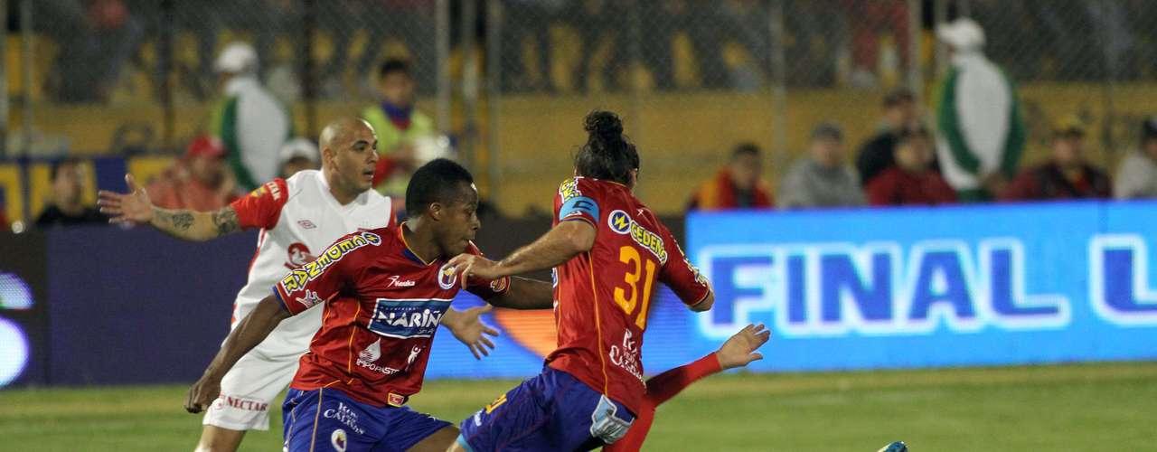 La primera final del FPC entre Deportivo Pasto e Independiente Santa Fe, terminó igualada a un gol y el título se definirá este domingo en El Campín