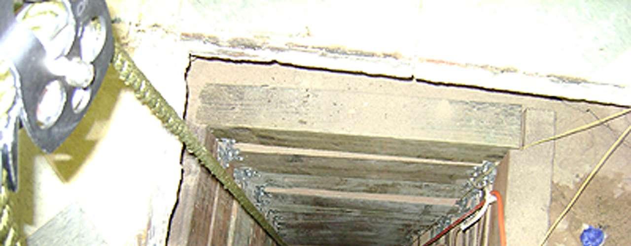 Ambos túneles tenían al menos unos 150 metros de longitud. Uno de ellos, descubierto por el ejército mexicano el miércoles, comenzaba bajo un lavamanos en un almacén en Tijuana, pero estaba incompleto y no cruzó la frontera hasta San Diego.