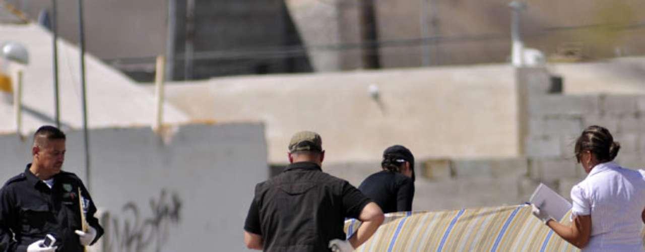 Por otro lado, la escalada de violencia entre clanes enfrentados, el Cartel de Sinaloa y el Cartel de Juárez, han elevado el nivel de violencia desde la primera década del siglo XXI. La lucha por el poder de estas bandas ha dejado un gran derroche de daños y sangre.