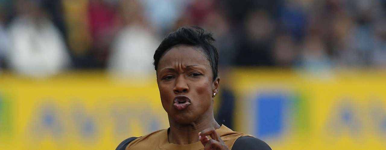 Carmelita Jeter competes in the final of the women's 100m during the Diamond League London Grand Prix athletics meet at Crystal Palace in London July 14, 2012. She came in second. REUTERS/Suzanne Plunkett  (BRITAIN - Tags: SPORT ATHLETICS)