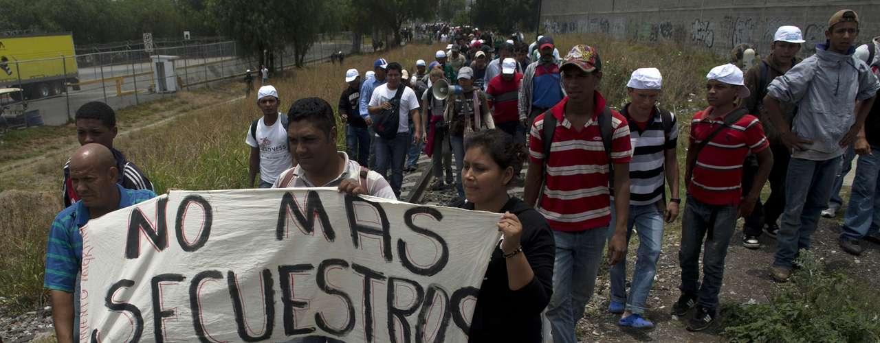 """Osvaldo Espinosa le dijo a CNN que no que es que esté en contra de los inmigrantes, sino que quiere que  """"se vayan de casa""""."""