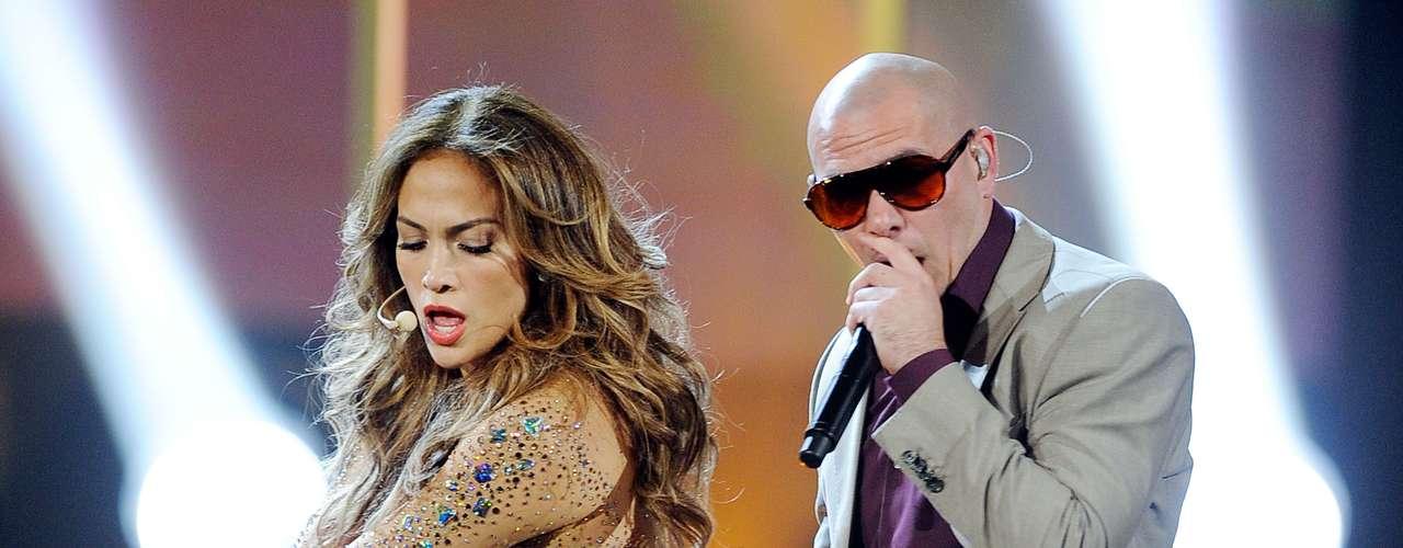 Jennifer se encargó de ejercitarse y lucir muy sexy a sus 42 años. Así no solo sedujo a Pitbull sino a toda la audiencia en la presentación conjunta del exito \