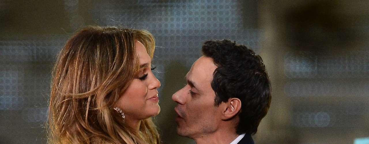 Mientras J.Lo se refugiaba en brazos de Casper, su ex Marc Anthony lo hacía en los de una venezolana llamada Shannon de Lima.