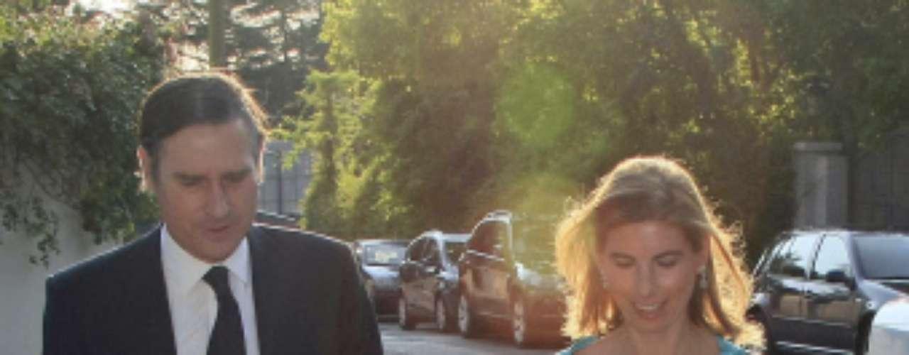 La hija de Marina Castaño, Laura Fernández Castaño, contrajo matrimonio este fin de semana con Carlos Alcalde Mateo. La boda, por lo civil, se celebró en la casa de la ex de Cela de Puerta de Hierro. Los invitados fueron llegando a la celebración de manera discreta y rodeados de fuertes medidas de seguridad.