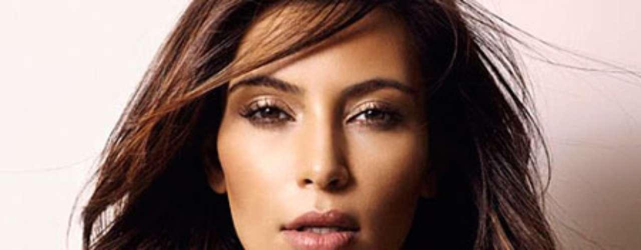 La 'celebrity' Kim Kardashian es adicta al programa de fotografías Instagram. Cada día publica una nueva foto con las que 'calienta' la red y a sus seguidores.