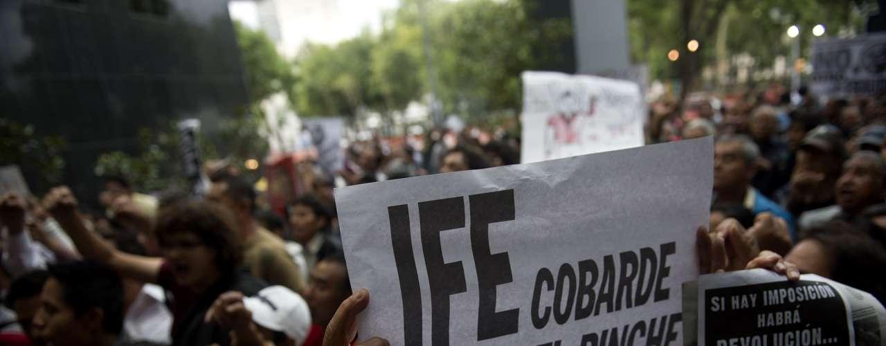 Con el fin de evitar que Enrique Peña Nieto asuma el poder el próximo 1ro de diciembre de 2012, al menos 300 organizaciones se reunieron en la Primera Convención Nacional contra la Imposición, para establecer un plan de acción si no se llega a impugnar la elección presidencial.