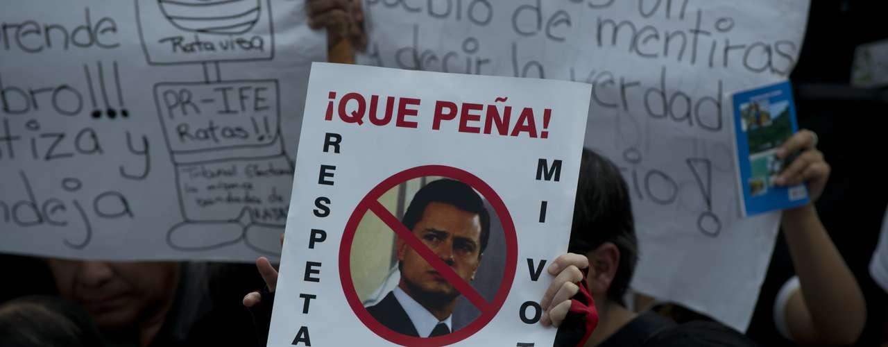 Además, tanto el 15 y como el 16 de septiembre, durante las celebraciones de Independencia, se está convocando a participar de un grito de México sin PRI en todas las plazas del país.