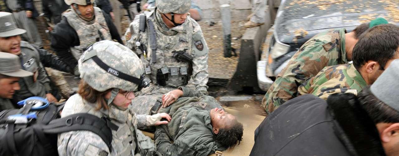 Se estima que un soldado en servicio comete suicidio por día. Entre todos los veteranos las guerras, un uniformado comete suicidio cada 80 minutos.