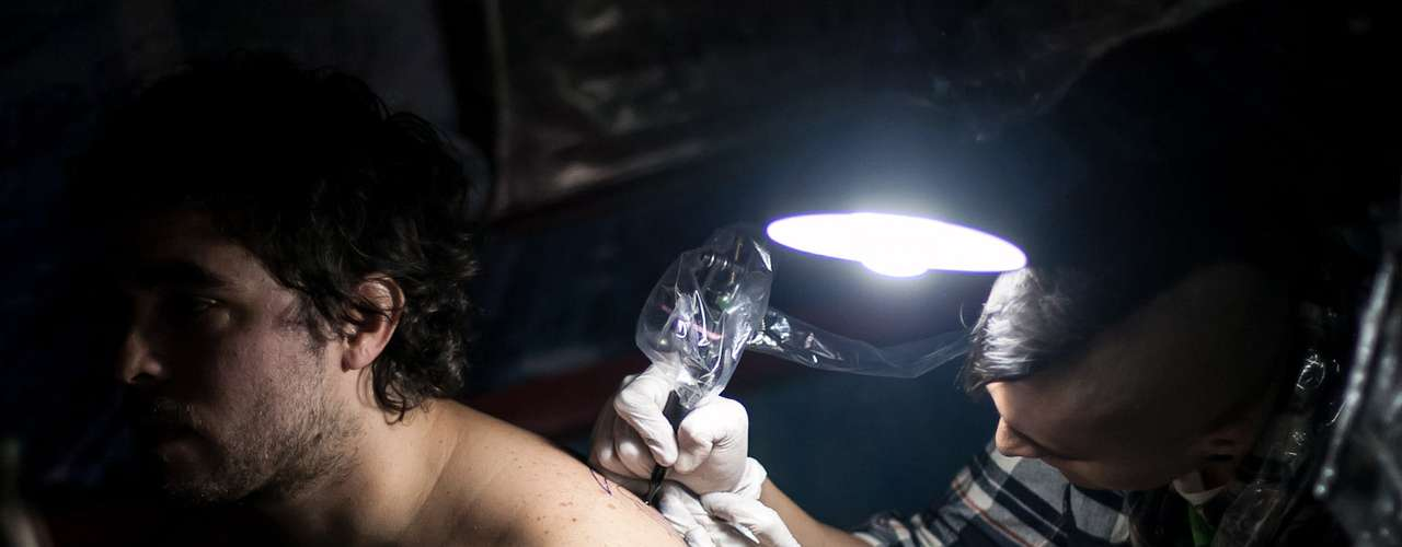 En la capital, el Viernes 13 se lleva a cabo todos los años desde 2008, por iniciativa del estudio Bogotá Tatto. La primera edición tuvo lugar en un pequeño local, pero en adelante, debido a la gran convocatoria, tuvo que programarse en espacios más amplios e invitar a más artistas.