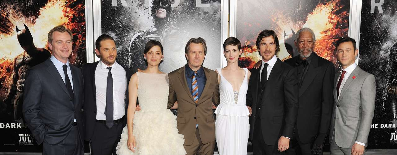 Christian Bale, Anne Hathaway, Joseph Gordon-Levitt, Marion Cotillard, Gary Oldman, Morgan Freeman y  Tom Hardy junto a su director Christopher Nolan hicieron la presentación oficial de 2The Dark Knight Rises\