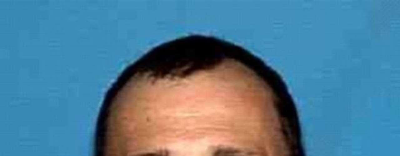Donald Lee Phelps, un criminal condenado, es buscado por su presunta participación en un fraude en perjuicio de instituciones financieras de Florida. Enfrenta acusaciones de robo de identidad y documentación falsa. Se cree que tiene vínculos en Maryland, Nueva York, Arizona, Pennsylvania, y Alemania.