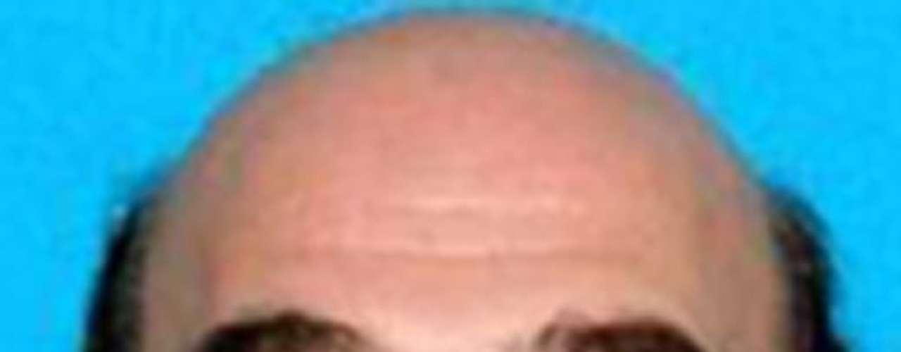 Frank Bush Amir es buscado por las autoridades por un desfalco de $500 mil dólares orquestado mientras trabajaba como administrador de la restauración de un hotel en Illinois. Se cree que Amir sea conocido por su vida acaudalada. Probablemente haya viajado a Irán.