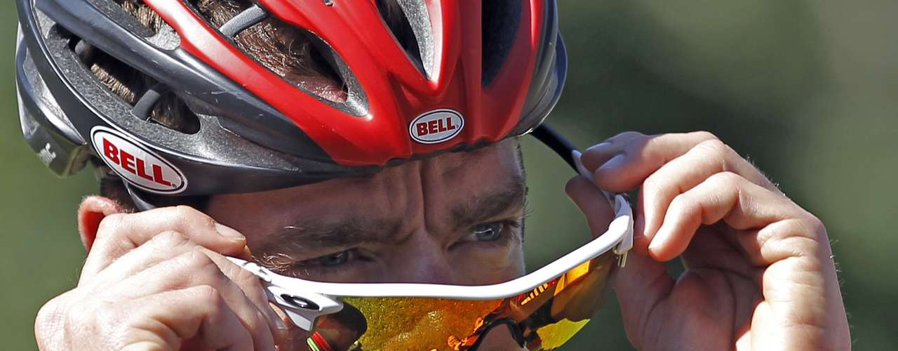 BMC Racing Team rider Cadel Evans of Australia adjusts his sunglasses as he prepares to start a training session on the second rest day of the 99th Tour de France cycling race in Pau, July 17, 2012. REUTERS/Stephane Mahe (FRANCE  - Tags: SPORT CYCLING)