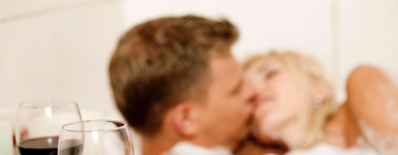 Al hablar de los Libra se puede decir que resultan imaginativos. Todas las ayudas que permitan hacer el ambiente propicio como velas, aceites y aromas les resultan muy útiles a los nacidos bajo este signo. Tanto para ellas como para ellos, jugar en el jacuzzi o en la bañera, rodeados de espuma y de un exquisito perfume les encanta.