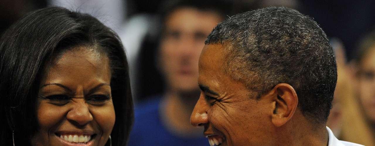 Obama y su esposa disfrutaron del partido, que los alejó al menos por unas horas, del ajetreado mundo de la política que rodea a la Casa Blanca.