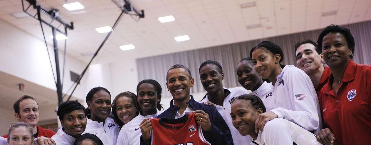 Previo al encuentro, Obama saludó a las integrantes de la selección norteamericana que jugará en Londres durante las Olimpíadas.