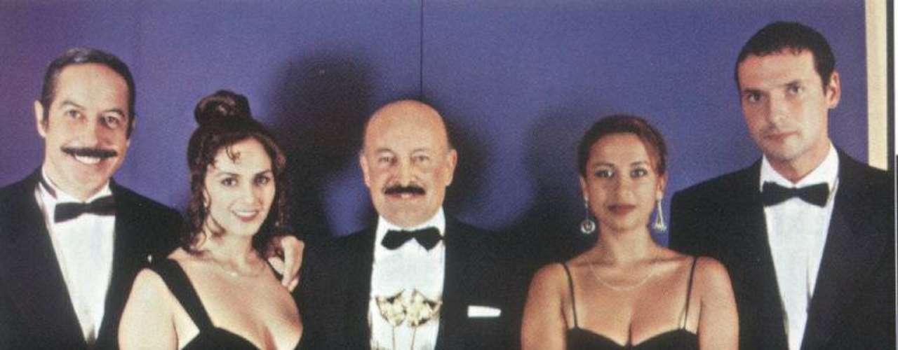 Don Ernesto, 'El jefe'. El  actor Carlos Barbosa interpretaba al coqueto y picarón jefe de una agencia de viajes llamada 'Vuelo Secreto', nombre que adoptó esta comedia. La forma de referirse a las mujeres y su popular sonido, que hacía con la boca cada vez que le gustaba una mujer, convirtió a este papel en uno de los más divertidos.