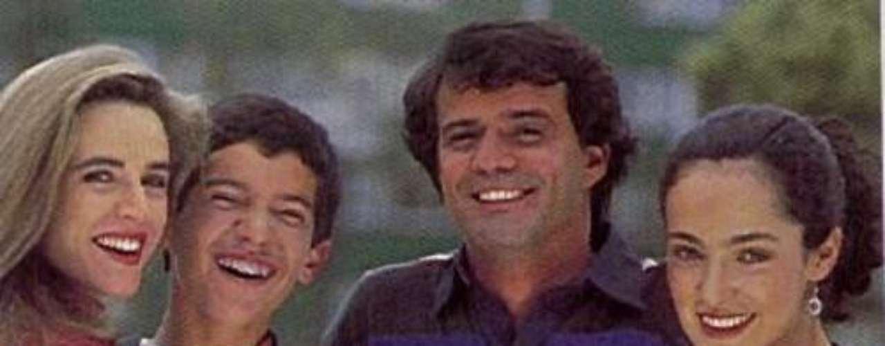 Pablo Rey.  'De pies a cabeza' logró ser una de las series juveniles más populares de todos los tiempos en Colombia.  José Manuel Chávez, a los 11 años de edad, inició su exitosa carrera actoral interpretando a Pablo, la futura promesa del fútbol colombiano.