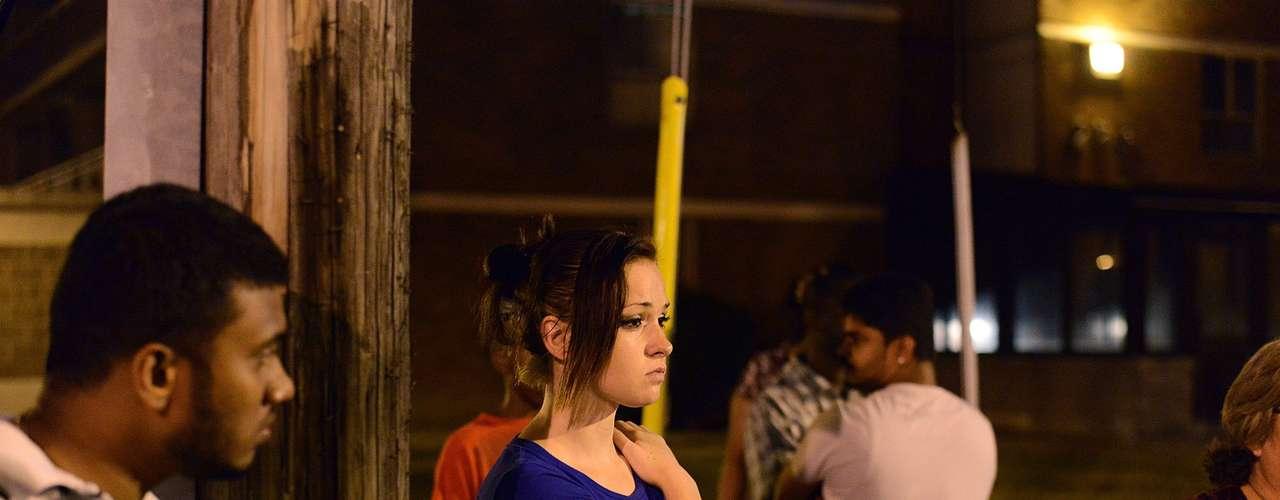 Blair dijo que un hombre de 20 años de edad y una chica adolescente resultaron muertos, y más de 19 personas resultaron heridas en la disputa.
