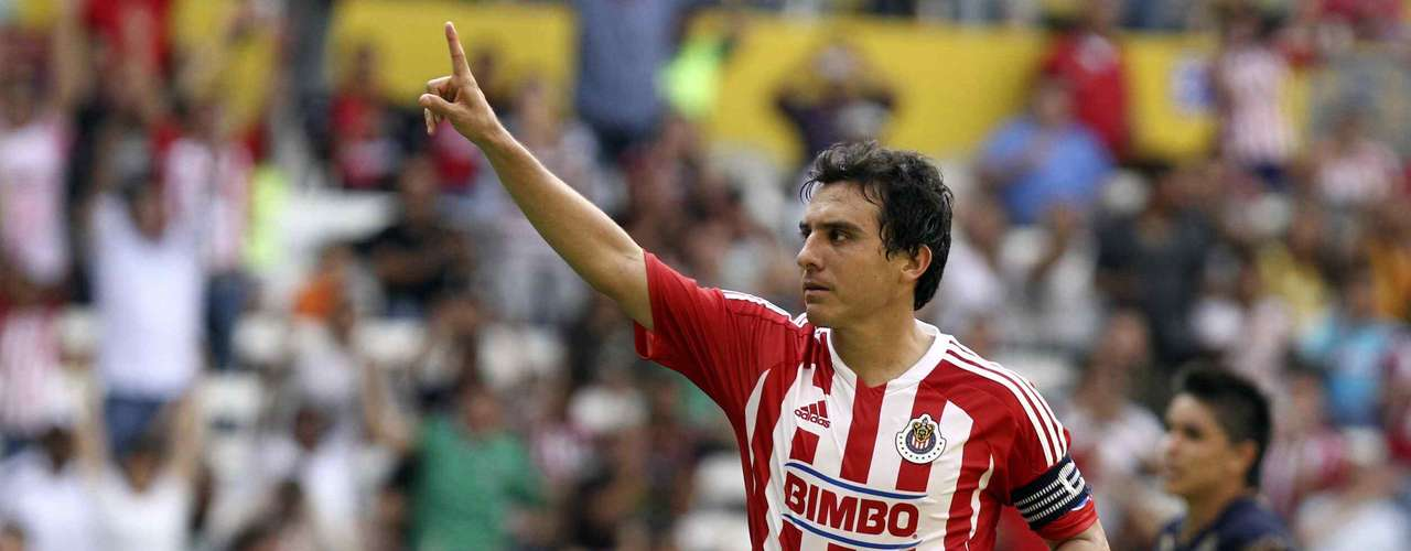 Luis Perez hopes to bring some experience and stability to the Chivas midfield.