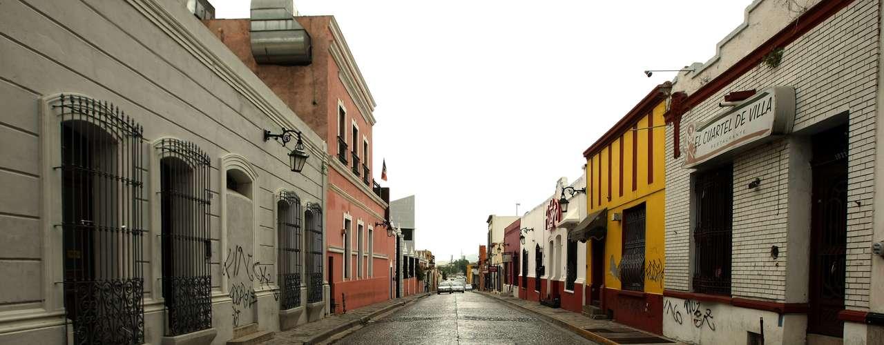 Las 16 calles que conforman este sector de la ciudad, con unos cuatro millones de habitantes, lucían hasta 2010 pletóricas de restaurantes, bares, boutiques, cafés y discotecas, que cada fin de semana recibían hasta 10.000 clientes. Como destino turístico, el Barrio Antiguo se posicionó a la par de atractivos museos y parques recreativos del estado de Nuevo León, uno de los más ricos de México y cuya capital, Monterrey, es sede de firmas trasnacionales.