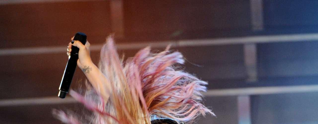 La cantante y ex chica Disney hizo gala de sus renovadas energías en un show que realizó la tarde de pasado miércoles en el Greek Theatre de Los Angeles, California. Lovato hizo un recorrido por todas sus canciones e interpretó algunos covers ante un público adolecente que no se cansó de gritar en cada segundo.
