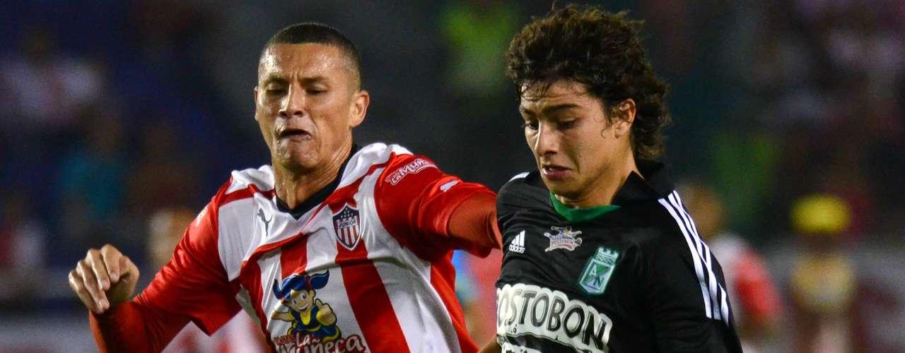 El defensor de Atlético Naciona, Steffan Medina, a pesar de su juventud fue clave para anticipar los delanteros de Junior