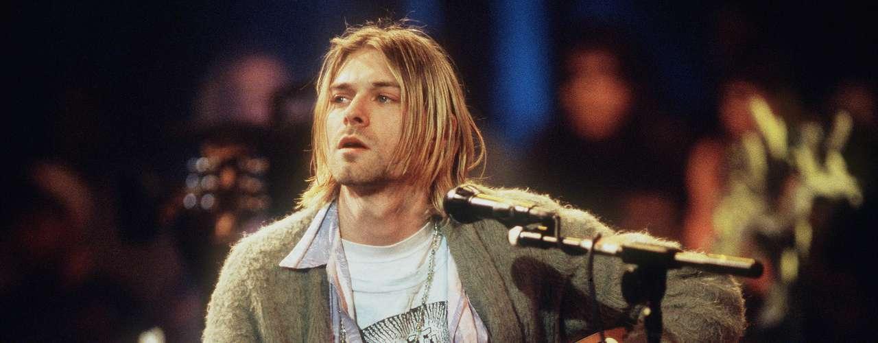 La primera canción que el líder de Nirvana, Kurt Cobain aprendió a tocar fue \