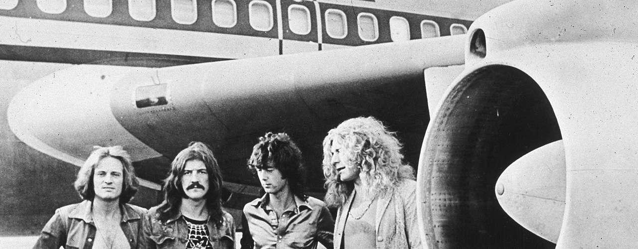 El nombre de la banda Led Zeppelin surgió a raíz de un mal chiste de Keith Moon, baterista de la banda The Who, que dijo que la banda fracasaría como un Zeppelin de plomo.