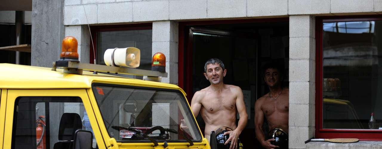 Los bomberos eran numerosos los últimos días en las manifestaciones para protestar por el plan del gobierno que prevé ahorrar 65.000 millones de euros y que afecta principalmente a los funcionarios, privados este año de su paga extraordinaria de Navidad.