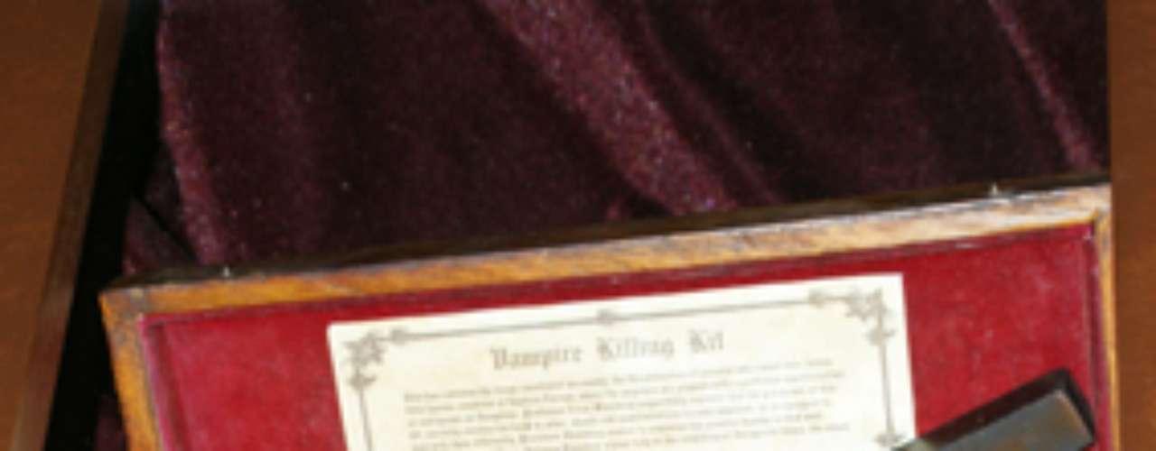 Está abierto de lunes a domingo, de 11:00 a 19:00 horas. En la foto, un kit especial para matar vampiros.