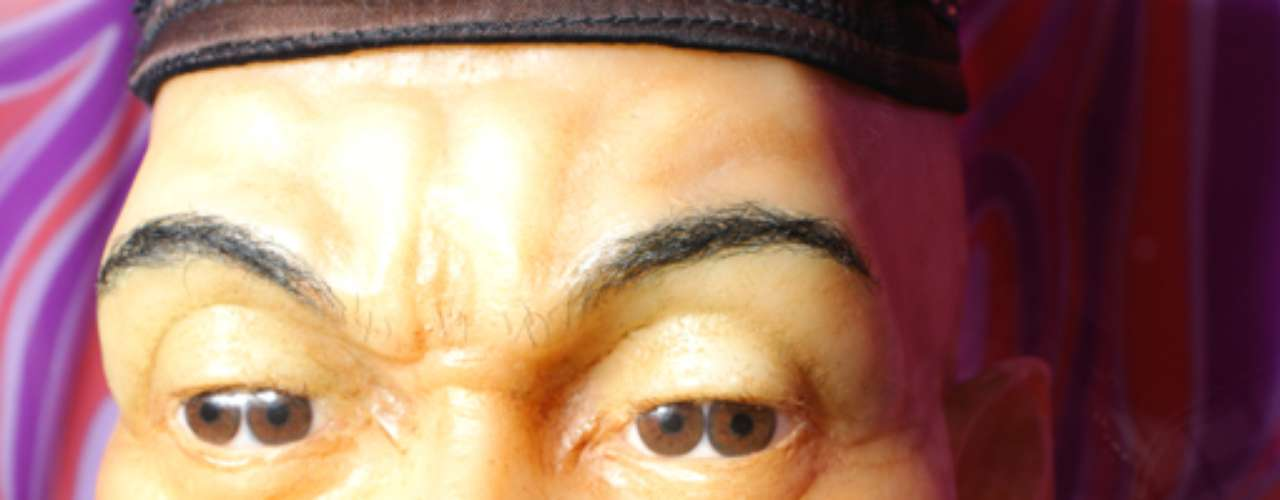 Además, puedes tomarte fotos junto a las atracciones que más te hayan gustado, como este hombre que nació con dos pupilas en cada ojo.