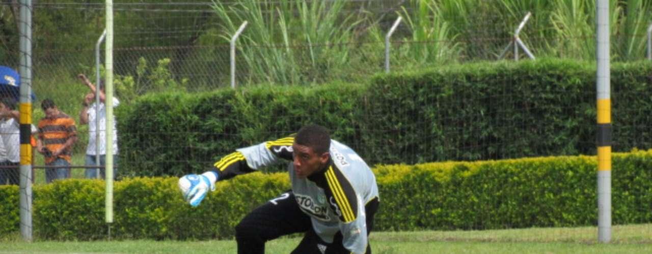 El primer club de Bonilla fue el Boyacá Chicó de Tunja donde debutó muy joven en la Copa Colombia. Esto le sirvió para ser convocado a microciclos de la Selección de fútbol de Colombia Sub-15 y Sub-17