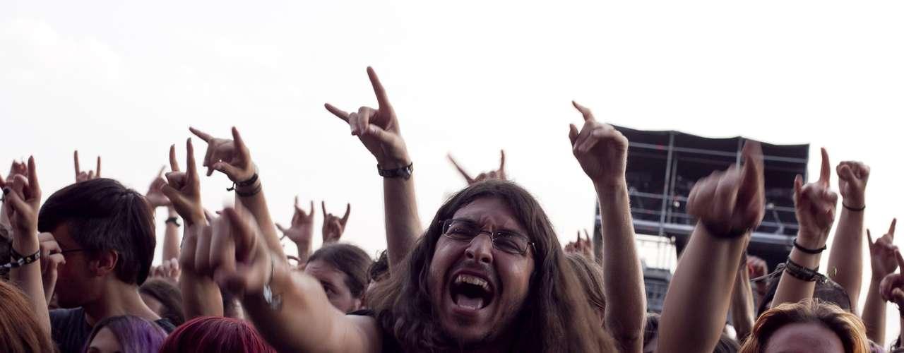 20:01 - Todavía se tiene voz para gritar en cada concierto.