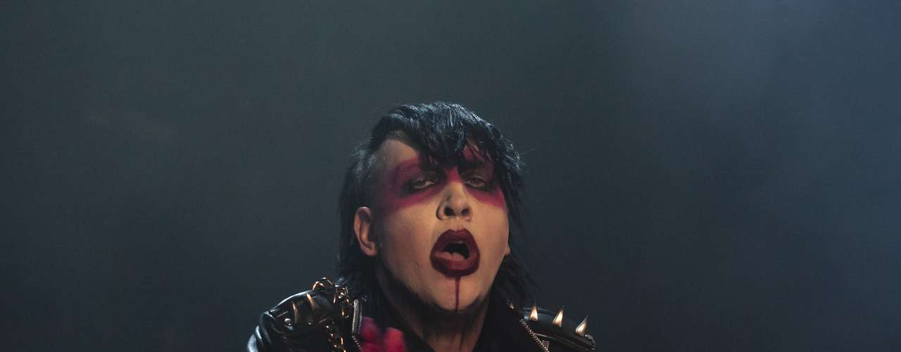 Desde el rock industrial ha pasado por momentos melancólicos dignos de Marilyn Monroe hasta los más violentos que serían de Charles Manson. Las dos caras de un mismo Marilyn Manson en un único escenario.