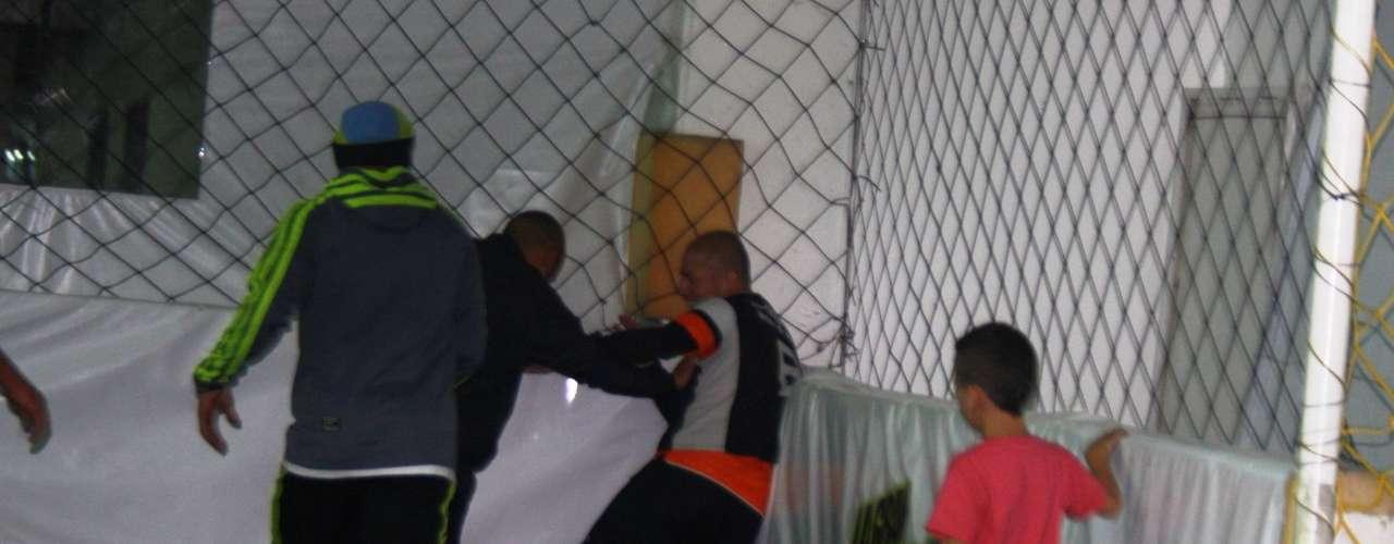 Omar Pérez, el capitán e ídolo de Independiente Santa Fe comparte sus vacaciones jugando Fútbol 5 con sus amigos en Bogotá.