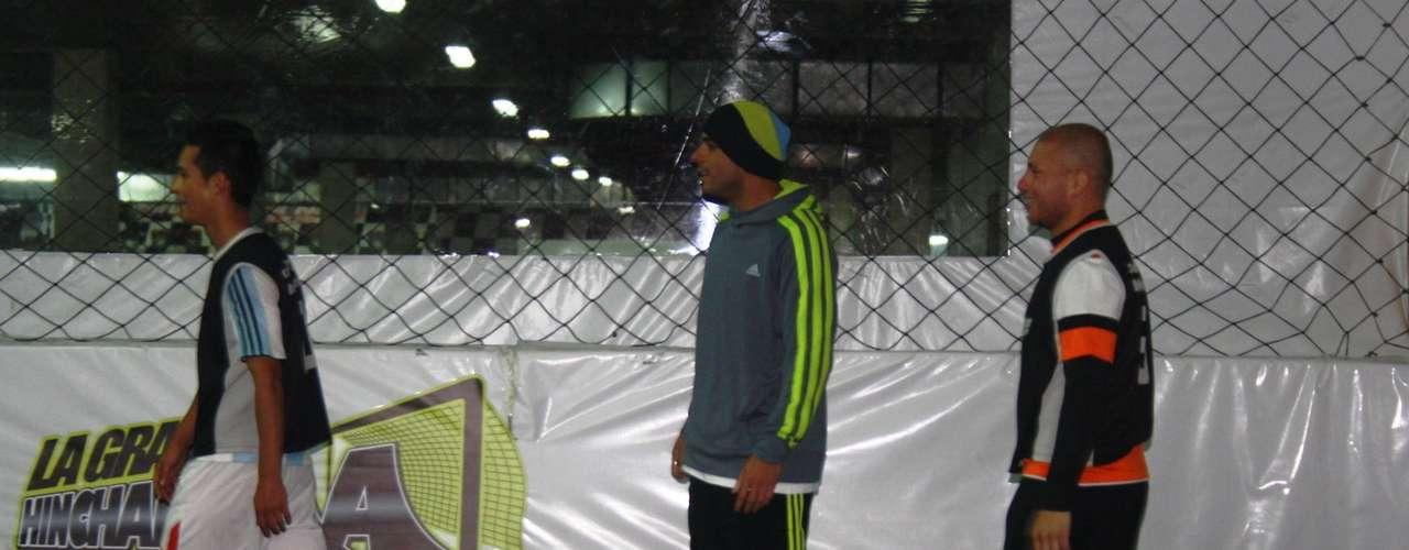 Omar Pérez, el capitán e ídolo de Independiente Santa Fe comparte sus vacaciones jugando Fútbol 5 con su amigos en Bogotá.
