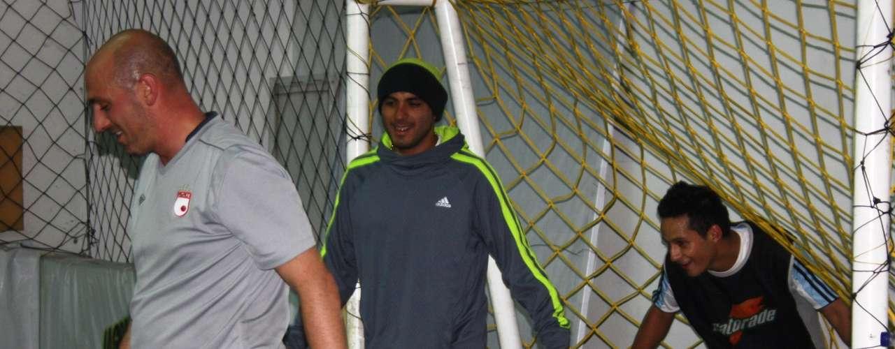 Omar Pérez comparte con el futuro 'cardenal', Andrés Villamil.