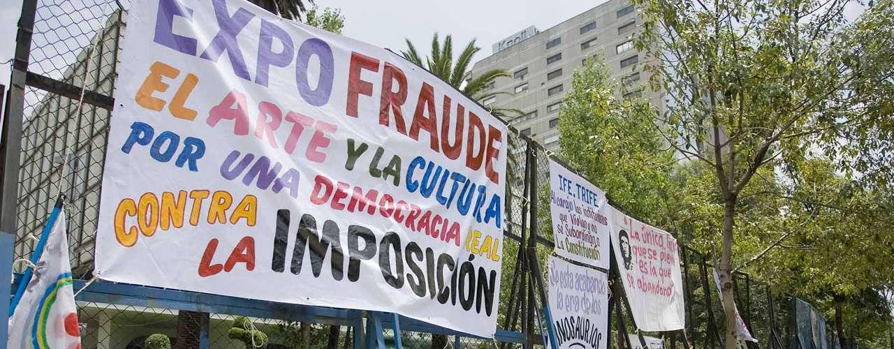 Eufóricos los jóvenes entraron a cada uno de los vagones entre gritos y consignas en contra de Peña Nieto