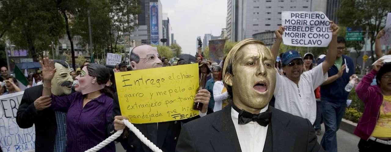De ese punto, los manifestantes  se dirigieron a la plaza principal de la ciudad, el Zócalo capitalino