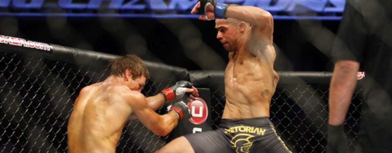 In the last round, Faber tried for a breakthrough by any means necessary, but Barao was already assured of victory and just needed to dodge blows and only attacked when prudent. Overall he was more precise with his strikes and took home a deserved win.