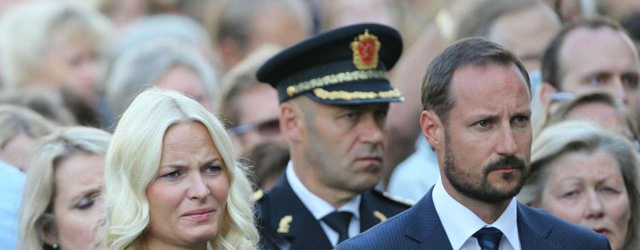La princesa Mette-Marit y el príncipe Haakon asistieron a la ceremonia.