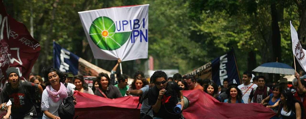 Los contingentes de la Marcha Nacional contra la Imposición se dirigieron al Zócalo capitalino